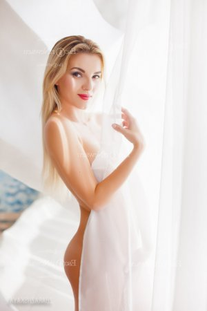 Melinda escort girl in Redlands