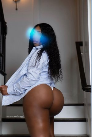 Anamaria escort in Levittown